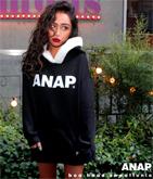『ANAP』ロゴボア付フーディー