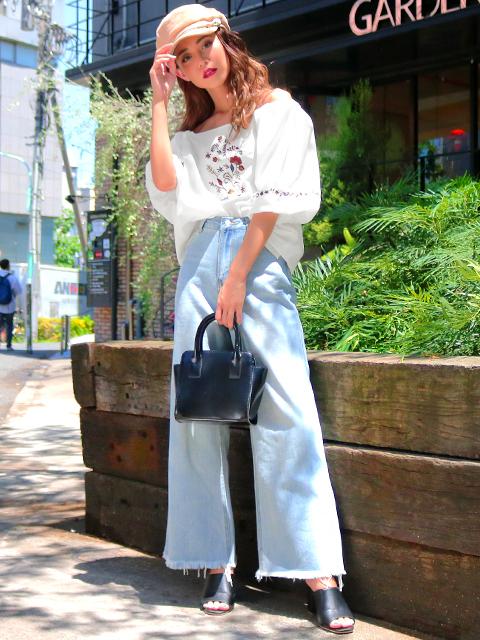 袖バルーン刺繍トップス