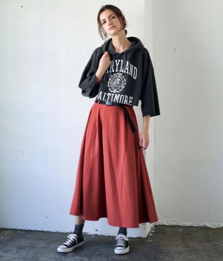 ベルト付ボリュームスカート